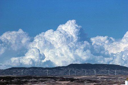 ¿A dónde miras? Por encima de las nubes hay sol y paz