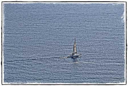 libertad barco en el mar