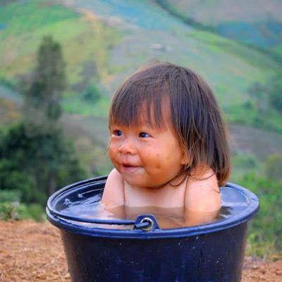 niño-en-bañera